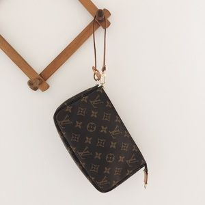 Authentic Louis Vuitton Pochette Accessoires